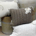 recycled-sweater-pillows-decorating1-8.jpg