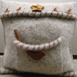 recycled-sweater-pillows-decorating6-4.jpg