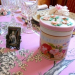 retro-ladies-style-in-art-de-la-table1-8.jpg