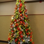 ribbon-on-christmas-tree-ideas16