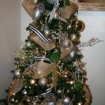 ribbon-on-christmas-tree-ideas26