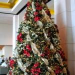 ribbon-on-christmas-tree-ideas29