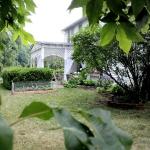 romantic-porch-show-tour-in-garden2.jpg