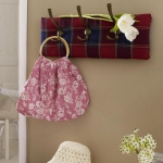 simple-clothes-hooks-decorating-ideas1-4