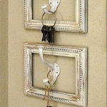 simple-clothes-hooks-decorating-ideas2-1