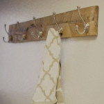simple-clothes-hooks-decorating-ideas4-2