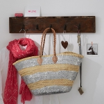 simple-clothes-hooks-decorating-ideas4-3