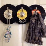 simple-clothes-hooks-decorating-ideas7-2