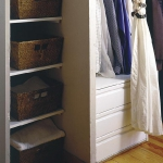 smart-storage-in-wicker-baskets-wardrobe2.jpg