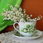 spring-decor-ideas-from-lily-of-the-valley-vases-style2-1