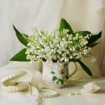spring-decor-ideas-from-lily-of-the-valley-vases-style2-2
