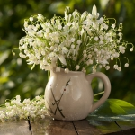 spring-decor-ideas-from-lily-of-the-valley-vases-style2-5