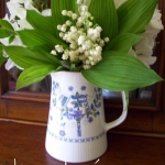spring-decor-ideas-from-lily-of-the-valley-vases-style2-6