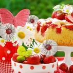 strawberry-season-table-setting1-6.jpg
