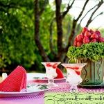 strawberry-season-table-setting-ideas10.jpg