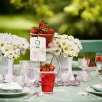 strawberry-season-table-setting-ideas12.jpg
