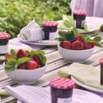 strawberry-season-table-setting-ideas14.jpg