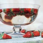 strawberry-season-table-setting-ideas3.jpg