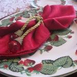 strawberry-season-table-setting-ideas8.jpg