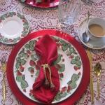strawberry-season-table-setting-ideas9.jpg