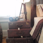 suitcase-and-trunk-as-bedside-table2-13.jpg