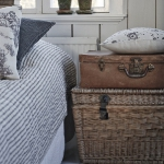 suitcase-and-trunk-as-bedside-table3-2.jpg