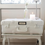 suitcase-and-trunk-as-bedside-table4-3.jpg