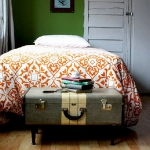 suitcase-and-trunk-as-bedside-table4-7.jpg
