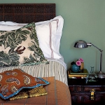 suitcase-and-trunk-as-bedside-table5-6.jpg