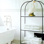 towels-storage-ideas-in-large-bathroom1-9.jpg