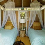 turquoise-and-yellow-in-bedroom3.jpg