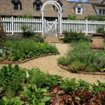 vegetable-garden-paths-ideas6.jpg