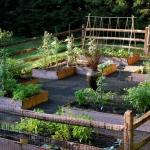 vegetable-garden-fence-ideas2.jpg