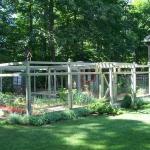 vegetable-garden-fence-ideas3.jpg