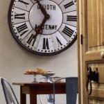 vintage-wall-clock-in-diningroom1.jpg