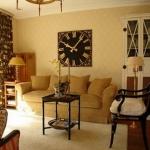 vintage-wall-clock-in-livingroom2.jpg