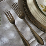 wisteria-branches-table-setting-dining3-1.jpg