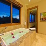 wonderfull-stories-from-hawaii-bathroom3.jpg
