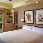 wonderfull-stories-from-hawaii-bedroom3.jpg