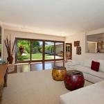 wonderfull-stories-from-hawaii-livingroom11.jpg