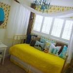 yellow-accents-in-kidsroom3.jpg