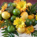 yellow-flowers-centerpiece-ideas-fruits1.jpg
