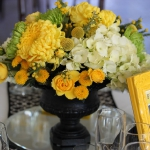 yellow-and-white-flowers-centerpiece-ideas1.jpg