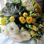 yellow-and-white-flowers-centerpiece-ideas10.jpg