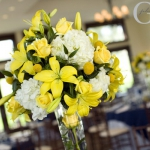 yellow-and-white-flowers-centerpiece-ideas11.jpg