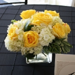 yellow-and-white-flowers-centerpiece-ideas7.jpg