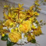 yellow-and-white-flowers-centerpiece-ideas8.jpg