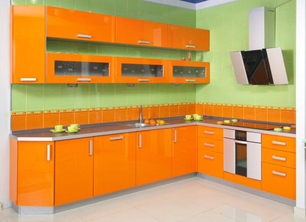 ...Спальни ,прихожие, гостинные, кухни,приобретённые в магазинах ЛЕРУА МЕРЛЕН и ИКЕЯ на них средняя цена около 5000...
