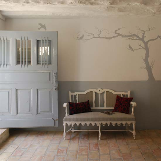 Добро пожаловать в красивый дом: чем украсить холл и прихожую