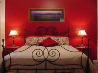 romantic-bedroom-in-red2
